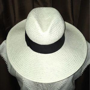Banana Republic White Women's Hat Size S/M